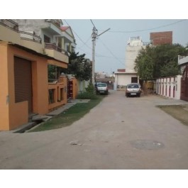 Jankipuram- Lucknow room available for working men and boys